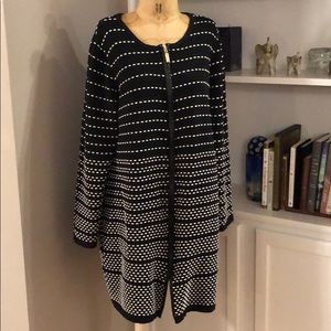 Black while vintage long sweater